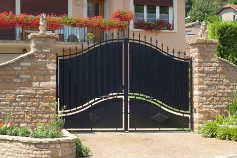 Gates-and-barrier-by-Sprint-Door-Systems-UK